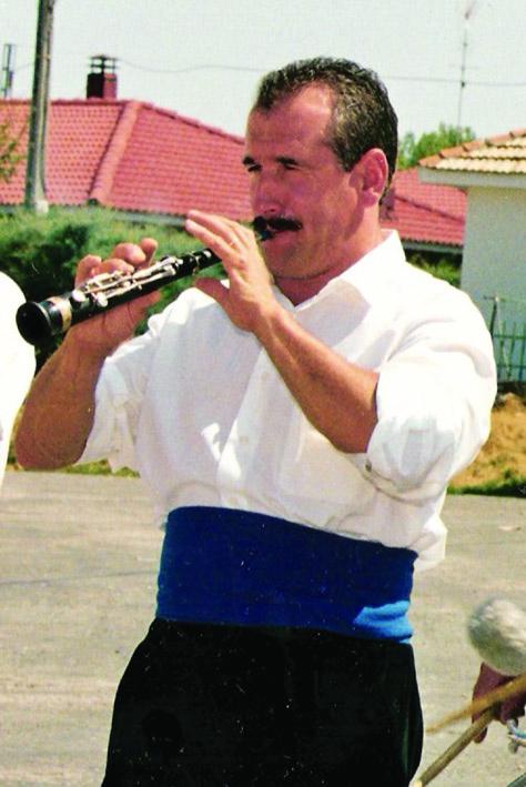José María Canfrán, dulzainero de Sigüenza, recuperó la música de las danzas de Galve en 1989 junto a su compañero Carlos Blasco.