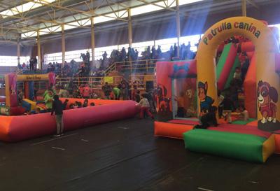 Varios centenares de ñiños disfrutaron del Naviguad en Molina de Aragón