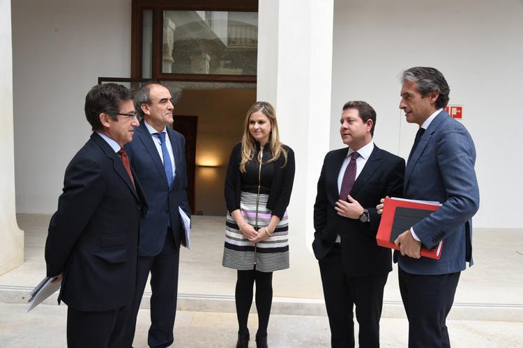 Page con el ministro de Fomento, Iñigo de la Serna y la consejera Elena de la Cruz sobre la Autovía de la Alcarria