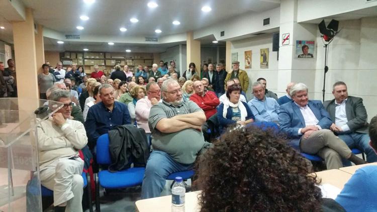 Asistentes a la nueva plataforma Congreso y Primarias ya! Guadalajara en la sede del PSOE
