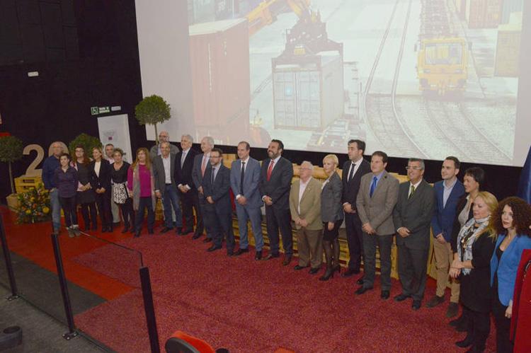 Autoridades en el acto de celebración del 20 aniversario del Puerto Seco de Azuqueca