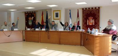 Momento de la votación de presupuestos en el ayuntamiento de Yebes