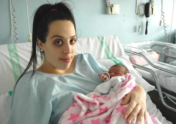 El primer bebe alcarreño del 2017 es una niña, Yereli, y nació en el Hospital de Guadalajara