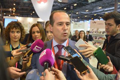 Alberto Rojo en su comparecencia ante los medios en FITUR