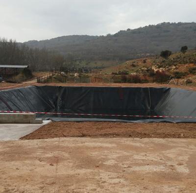 La balsa de contención de agua que se ha instalado en las cercanías de Brihuega