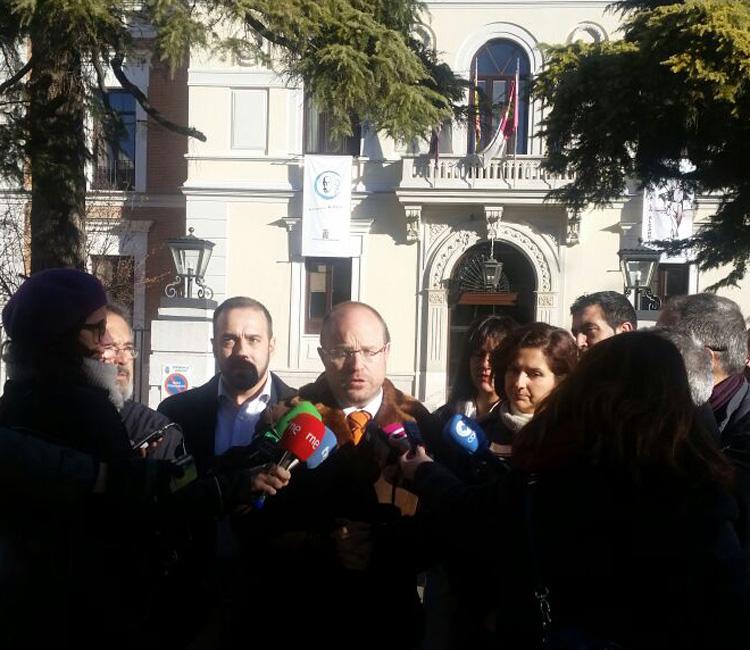 """Rueda de prensa de Ciudadanos ante el """"caso Ramírez"""" en las puertas de la Diputación"""