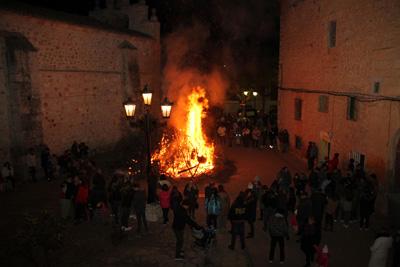 Hoguera de San Antón en Escariche