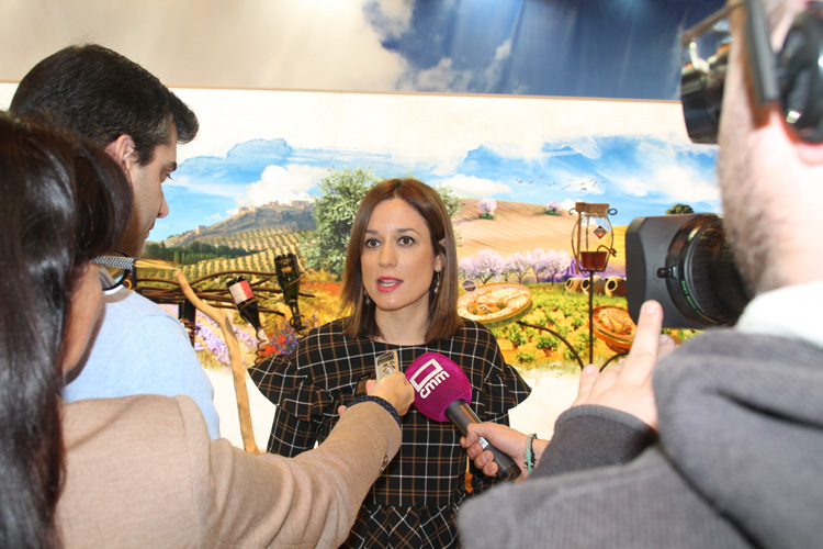 La directora general de Turismo de Castilla-La Mancha, Ana Isabel Fernández Samper, hace balance de FITUR