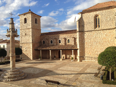 Fuentenovilla: iglesia y picota