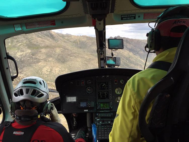 Uno de los helicópteros que han participado en las labores de búsqueda del senderista desaparecido en La Vereda (Foto: @112cmadrid)