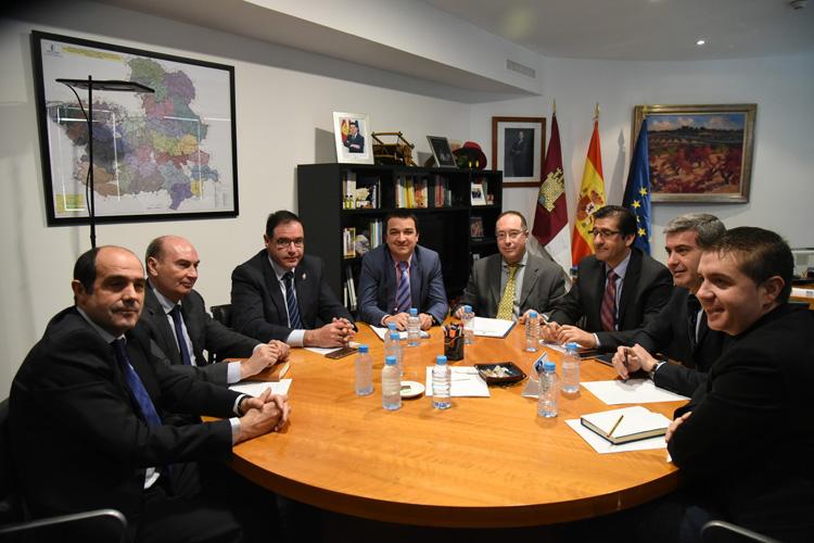El Consejero de Agricultura se reunió con las diputaciones provinciales para tratar el arreglo de los caminos