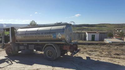 Uno de los camiones cisterna en Mazuecos