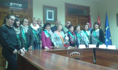 Teresa Gregorio, Alcaldesa de Honor, con el alcalde de Jadraque y las Águedas