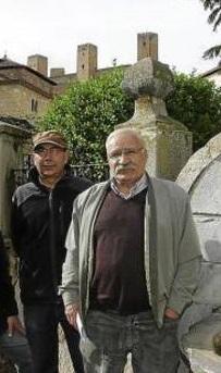 Miguel García y Jerónimo Lorente, ex portavoces de La Otra Guadalajara, fueron multados en una protesta. // Foto: Heraldo