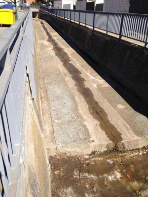 Se ha procedido a limpiar la parte canalizada del arroyo Cabanillas