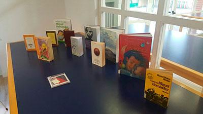 La obra de Miguel Hernández ha estado presente en la biblioteca de Cabanillas durante el día de hoy
