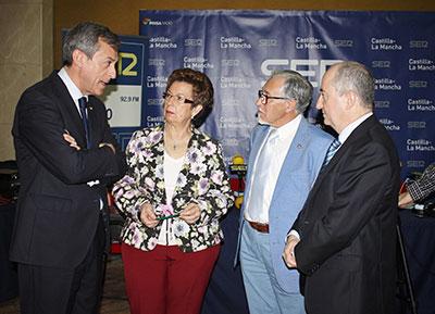 El Presidente de Caja Rural CLM con responsables de la Hermandad de Donantes de Sangre de Toledo