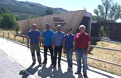El director provincial de Agriculura durante su visita a El Cardoso de la Sierra