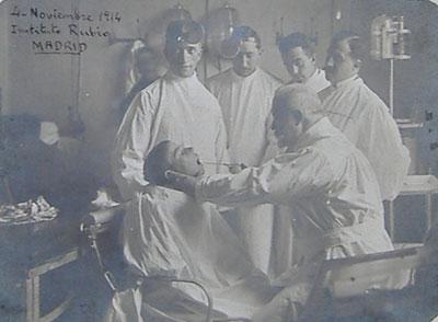 Layna Serrano en una consulta médica el 4 de noviembre de 1914