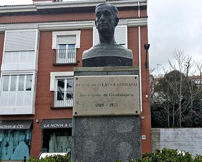 Busto dedicado a la memoria de Francisco Layna Serrano y ubicado en la Plaza de Moreno frente a la Diputación Provincial de Guadalajara