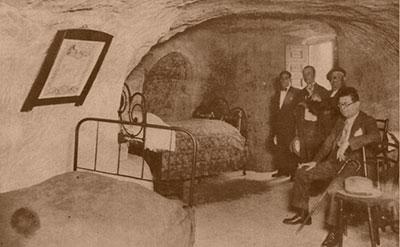 1932. Lino Bueno recibe la visita del Gobernador de Guadalajara, Sr. Palencia