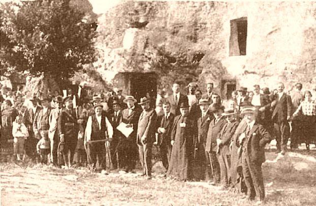 Autoridades y pueblo de Alcolea, en el homenaje a Lino el 22 de julio de 1925