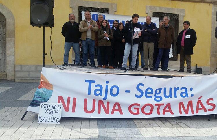 Manifestación en defensa del agua y contra los trasvases