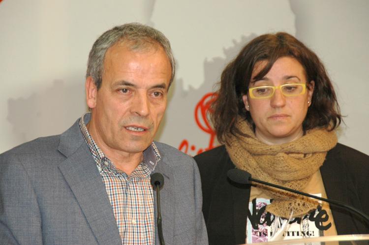Julio García y Lola Pérez Bravo en rueda de prensa