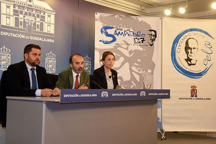 Un momento de la presentación de la nueva promoción llevada a cabo por los diputados de Cultura y de Turismo