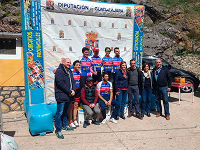 """Cerca de quinientos """"bikers"""" invadieron literalmente la pequeña localidad de El Sotillo"""