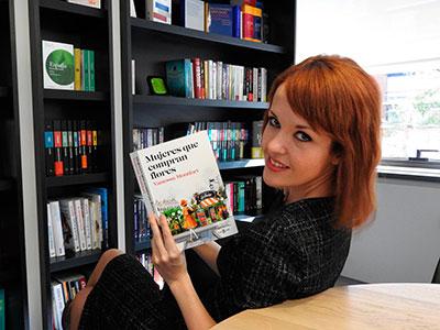 La polifacética Vanessa Montfort estará este lunes a partir de las siete de la tarde en los 'Encuentros con autor' de la biblioteca municipal de Valdeluz