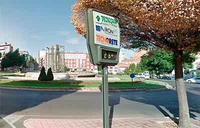 El reloj termómetro que estaba situado en la Plaza de Bejanque (foto: Google Maps)
