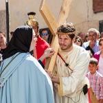 Cientos de personas asistieron en Trillo a un Vía Crucis renovado