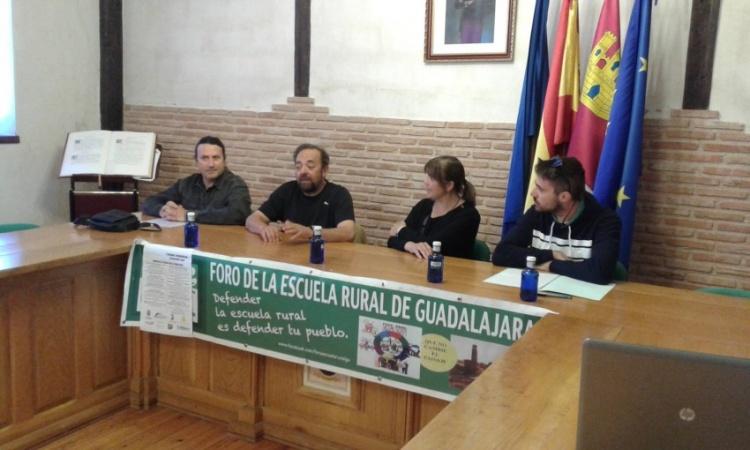 Una de las mesas redondas de la jornada organizada en Cifuentes. // Fotos: Ayuntamiento de Cifuentes.
