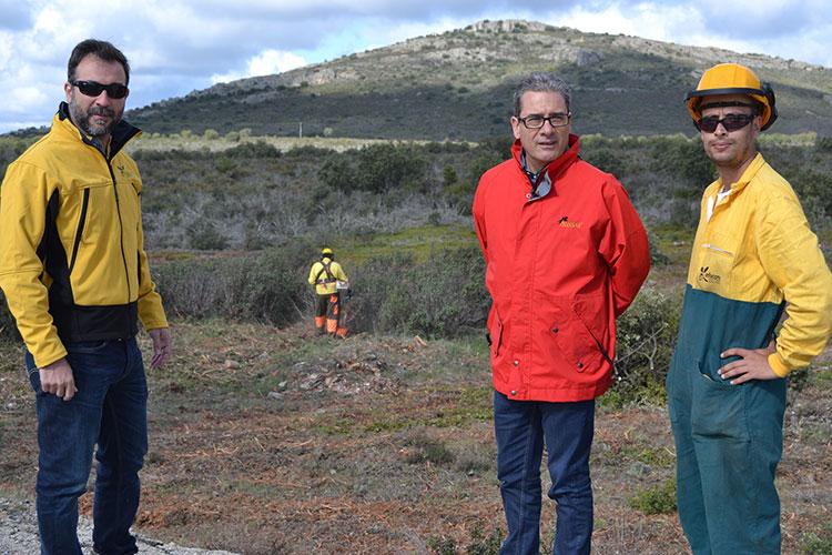 El director provincial de Agricultura, Medio Ambiente y Desarrollo Rural, Santos López, en su visita a las cuadrillas