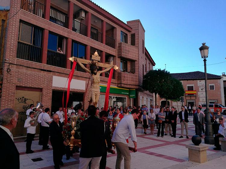 Procesión del Cristo de la Expiración por las calles de Cabanillas
