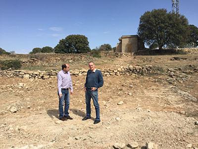 El diputado José Angel Parra visitando las obras en Somolinos