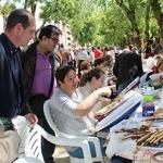 Más de un centenar de encajeras de bolillos se han dado cita este sábado en la capital