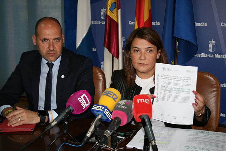 """La consejera de Fomento, Agustina García, durante su comparecencia de hoy en la que ha calificado de """"ilegales"""" los últimos trasvases"""