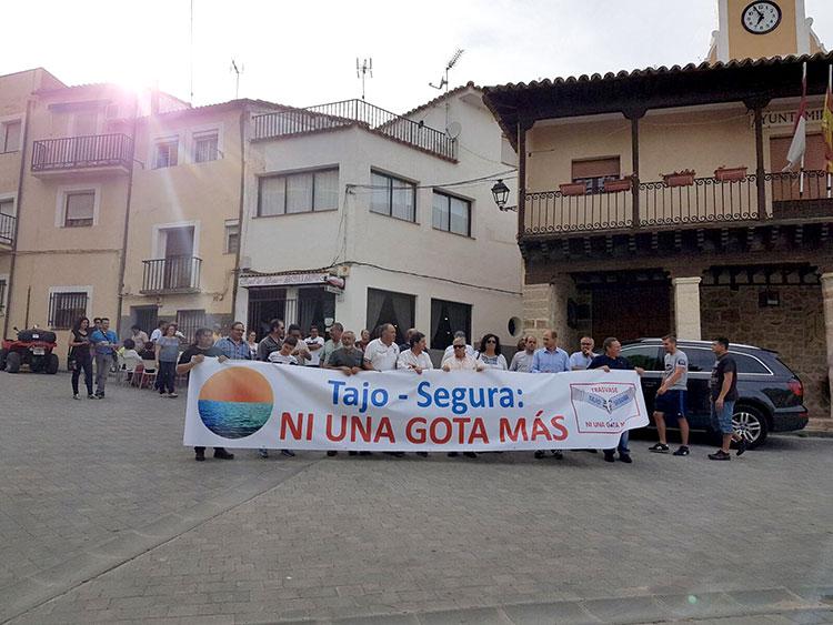 Los ribereños se han manifestado de nuevo este sábado entre Auñón y Sacedón