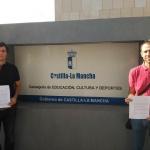 Padres de Guadalajara entregan en Toledo  firmas contra el sistema de adjudicación de escolares