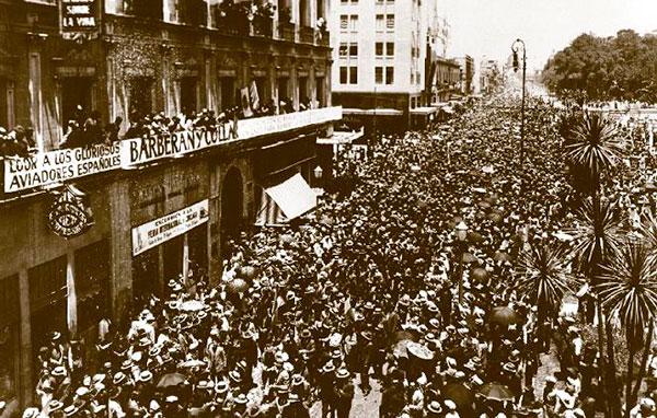 Miles de personas salieron a la calle para celebrar la hazaña española