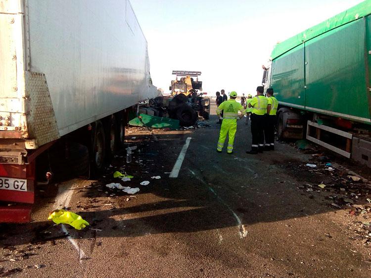 Aspecto de la colisión ocurrida en la A2 (Foto @CeisGuadalajara)