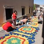 Almonacid de Zorita se engalana con las alfombras del Corpus Christi