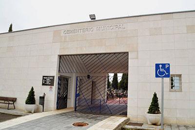 Con una inversión de 45.902,56 euros se van a construir nuevas fosas, 32 columbarios y un 'Jardín de la memoria'