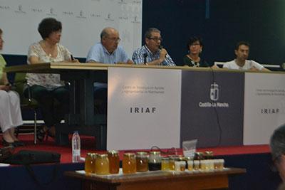 El delegado de Agricultura, Santos López Tabernero clausuró este curso de cata de miel