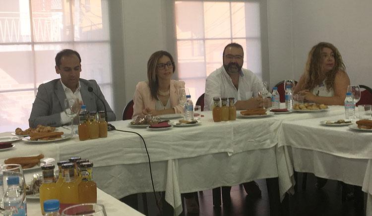 Un momento de la rueda de prensa del portavoz socialista Daniel Jiménez