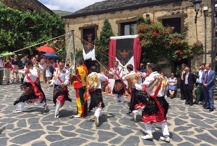 Danzantes de Valverde de los Arroyos