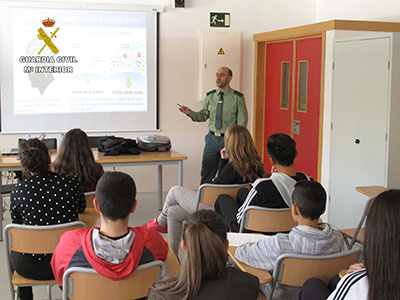 Una charla de la Guardia Civil en uno de los centros educativos de la provincia
