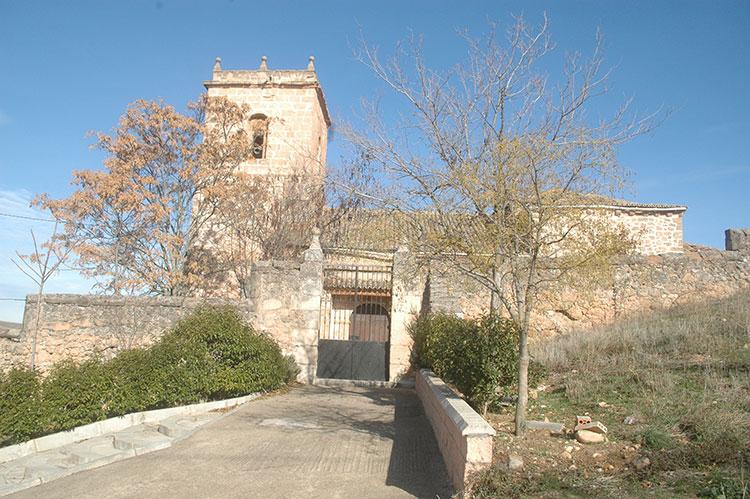 """Iglesia de Jirueque, donde se encuentra el sepulcro alabastrino de aquel sacerdote conocido por """"El Dorado"""""""